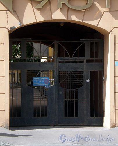 Наб. реки Фонтанки, д. 71. Решетка ворот. Фото июль 2009 г.