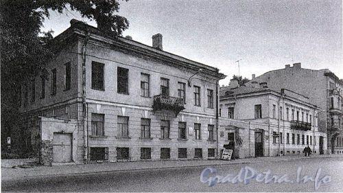 Дома 68 и 70 по Синопской набережной. Фото 2001 г. (из книги «Историческая застройка Санкт-Петербурга»)