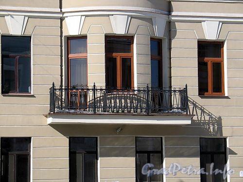 Наб. реки Мойки, д. 31. Решетка балкона. Фото март 2010 г.