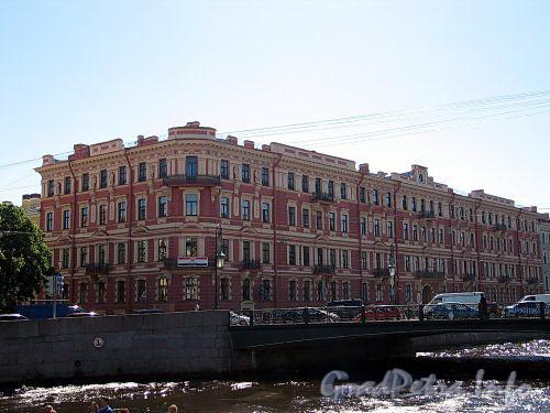 Наб. реки Мойки, д. 82 / Фонарный пер., д. 1 (правая часть). Доходный дом М.С. Воронина. Общий вид. Фото июнь 2010 г.