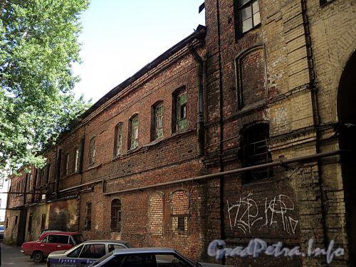 Наб. реки Мойки, д. 82 (дворовый корпус). Бани №43 (б. «Воронинские бани»). Фасад, параллельный набережной. Фото июнь 2010 г.