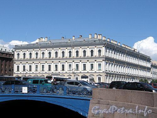 Наб. реки Мойки, д. 87 / Бол. Морская ул., д. 42. Общий вид. Фасады по Исаакиевской площади и набережной Мойки. Фото июнь 2010 г.