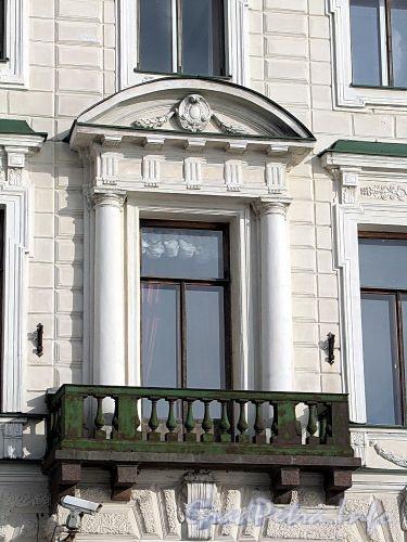 Английская наб., д. 8. Фрагмент фасада с балконом. Фото июнь 2010 г.