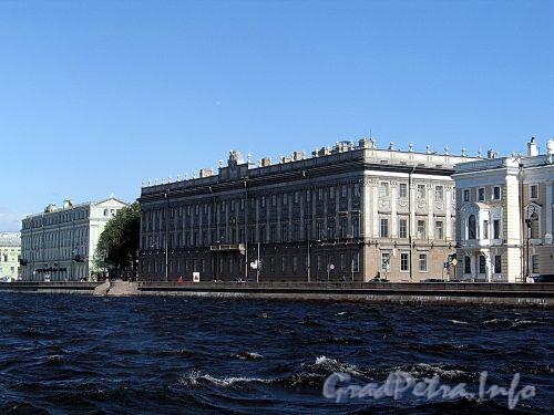 Дворцовая наб., д. 6. Мраморный дворец и служебный корпус. Общий вид. Фото июнь 2010 г.