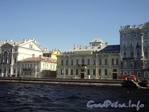 Дома 20 и 22 по Дворцовой набережной. Фото июнь 2010 г.