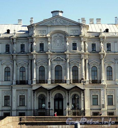 Дворцовая наб., д. 18. Центральный ризалит. Фото июнь 2010 г.