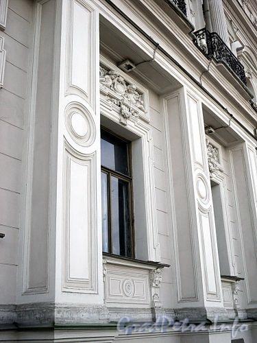 Дворцовая наб., д. 18. Фрагмент фасада. Фото июнь 2010 г.