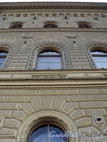 Дворцовая наб., д. 26. Дворец великого князя Владимира Александровича (Дом ученых). Фрагмент фасада. Фото июнь 2010 г.