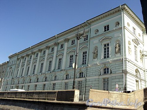 Дворцовая наб., д. 32. Эрмитажный театр. Фасад здания. Фото июнь 2010 г.