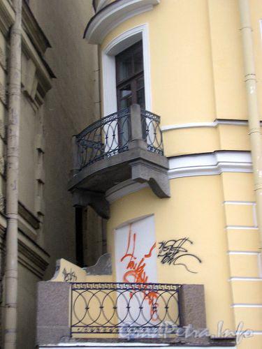 Балконы со стороны  д. 24 по наб. р. Фонтанки