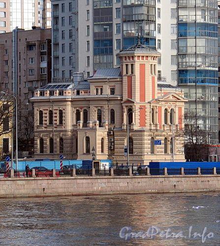 Пироговская наб., д. 7. Общий вид здания. Вид с Петроградской набережной. Фото апрель 2010 г.