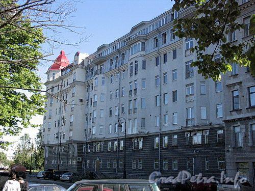 Наб. Мартынова, д. 4. Фасад здания. Фото июнь 2010 г.