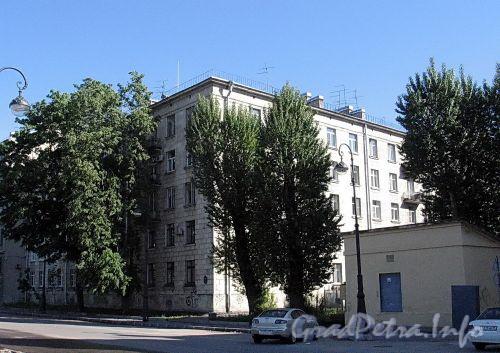 Наб. Мартынова, д. 12. Общий вид. Фото июнь 2010 г.