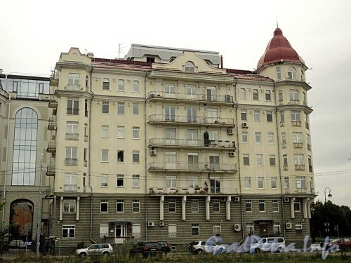 Наб. Мартынова, д. 4. Фасад со стороны Прожекторной улицы. Фото сентябрь 2010 г.