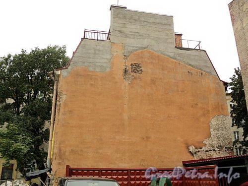 Наб. Мартынова, д. 10. Брандмауер здания. Фото сентябрь 2010 г.