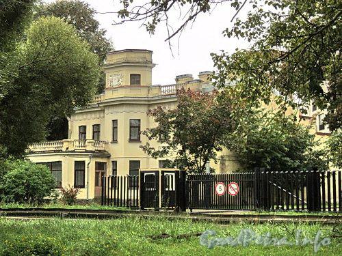 Наб. Мартынова, д. 60. Бывший особняк В. П. Стаценко. Общий вид. Фото сентябрь 2010 г.