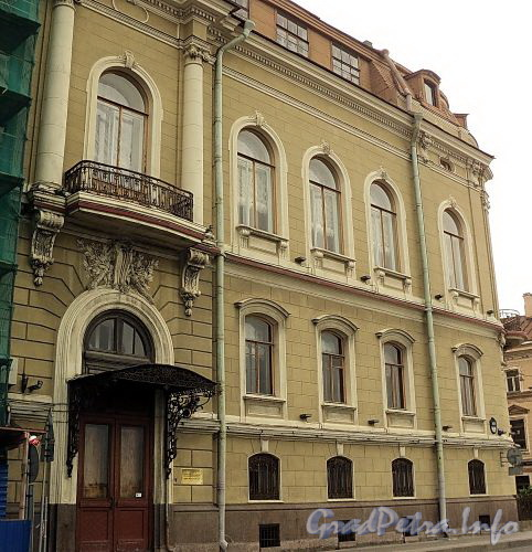 Наб. Кутузова, д. 22 / Гагаринская ул., д. 2. Фасад по набережной. Фото сентябрь 2010 г.