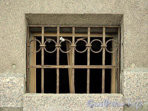 Наб. Кутузова, д. 22. Слуховое окно. Фото сентябрь 2010 г.