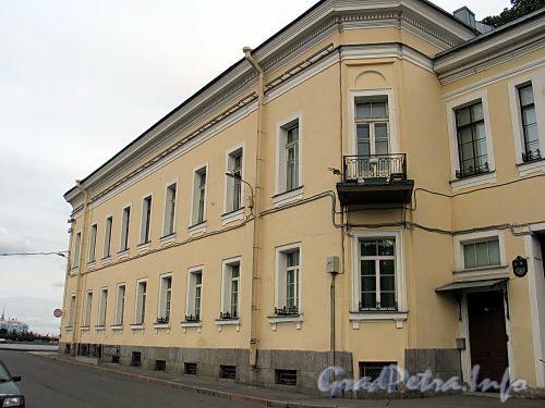 Наб. реки Фонтанки, д. 2 / наб. Кутузова, д. 36. Фасад корпуса по набережной Кутузова со стороны Фонтанки. Фото сентябрь 2010 г.