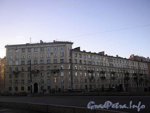 реки Карповки наб., д. 28 - Петроградский р-н Санкт-Петербурга. Вид дома от Геслеровского моста