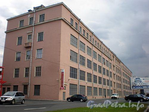 Пироговская наб., д. 13 (левая часть). Производственное здание. Общий вид. Фото июль 2009 г.