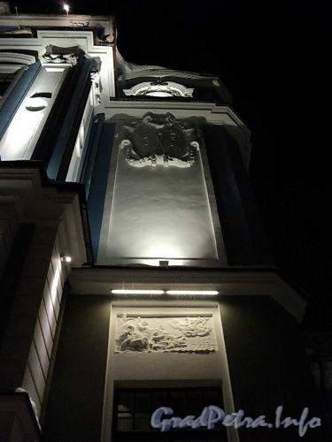 Петроградская наб., д. 2-4. Северный фасад в ночной подсветке. Фото январь 2011 г.