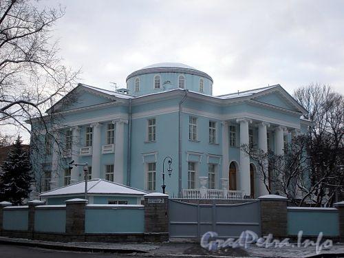Наб. реки Крестовки, д. 2. Восточный и северный фасады. Общий вид. Фото декабрь 2009 г.