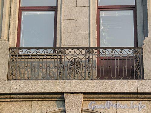 Наб. реки Мойки, д. 58. Декоративная решетка балкона третьего этажа. Фото август 2010 г.