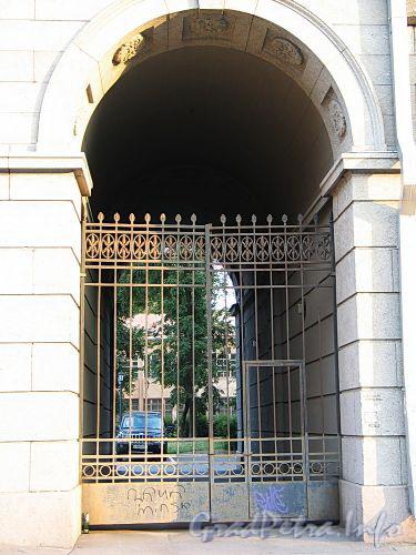 Наб. реки Мойки, д. 58. Решетка ворот. Фото август 2010 г.