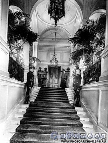 Наб. реки Мойки, д. 122. Дворец великого князя Алексея Александровича. Парадная лестница. Фото ателье Буллы (около 1903 г.) (из архива ЦГАКФФД)