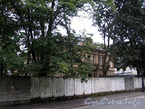 Наб. Малой Невки, д. 4. Общий вид. Фото сентябрь 2010 г.