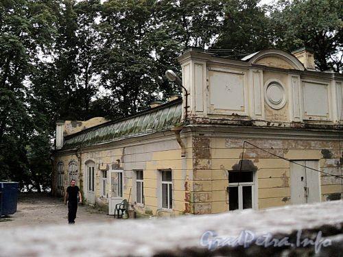Наб. Малой Невки, д. 4. Здание бывших служб. Фото сентябрь 2010 г.