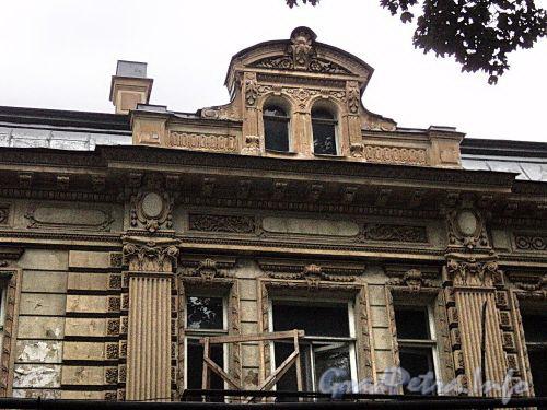 Наб. Малой Невки, д. 4. Фрагмент фасада главного корпуса. Фото сентябрь 2010 г.