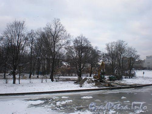 Наб. Малой Невки, д. 16-18. Вид на участок с Мало-Крестовского моста. Фото декабрь 2009 г.