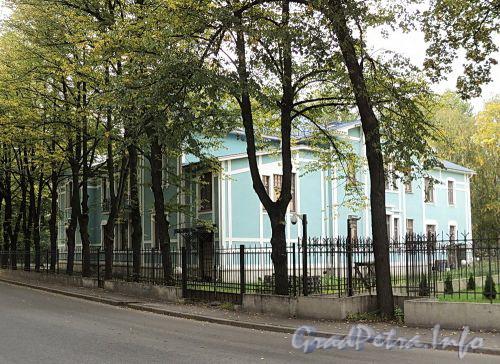 Наб. Малой Невки, д. 37. Лицевой особняк. Общий вид. Фото сентябрь 2010 г.