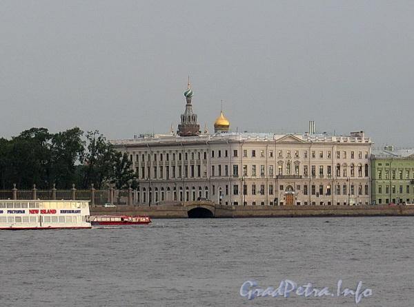 Дворцовая наб., д. 2 / Миллионная ул., д. 1. Общий вид. Фото июль 2011 г.