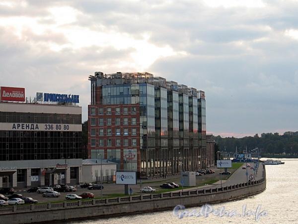 Аптекарская наб., д. 20. Бизнес-центр «Авеню». Вид с Кантемировского моста. Фото сентябрь 2011 г.