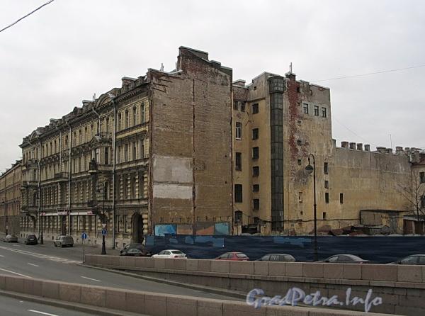 Наб. Робеспьера, д. 30. Общий вид. Фото ноябрь 2011 г.
