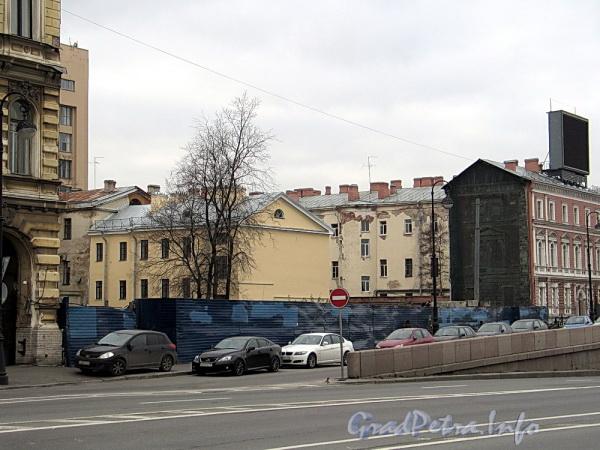 Наб. Робеспьера, д. 32. На месте снесенного здания. Фото ноябрь 2011 г.