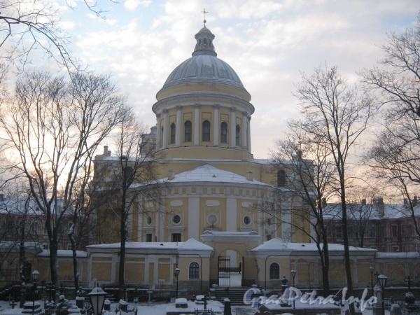 Наб. реки Монастырки, дом 1. Свято-Троицкий Собор. Фото февраль 2012 г. с Никольского кладбища.