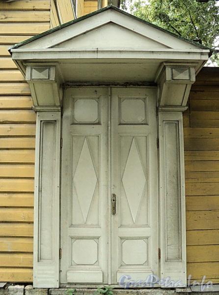 Выборгская наб., д. 63. Садовый фасад. Дверь пристройки. Фото сентябрь 2011 г.