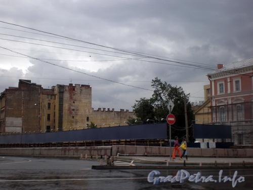 Наб. Робеспьера, д. 32. Площадка после сноса здания. Фото август 2008 г.