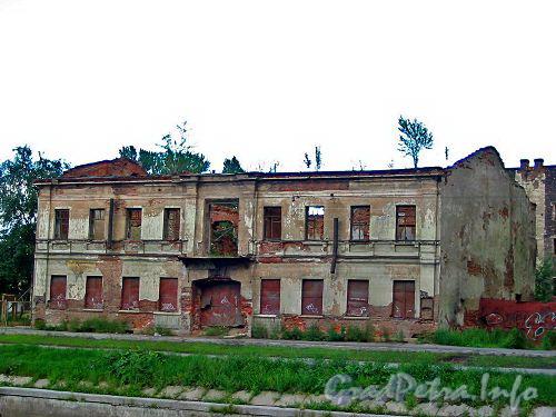 Ушаковская наб., дом 3. Вид от Черной речки. Фото начала 2000-х годов.