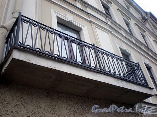 Наб. реки Мойки, д. 110. (Правый корпус). Бывший доходный дом. Балкон. Фото март 2009 г.