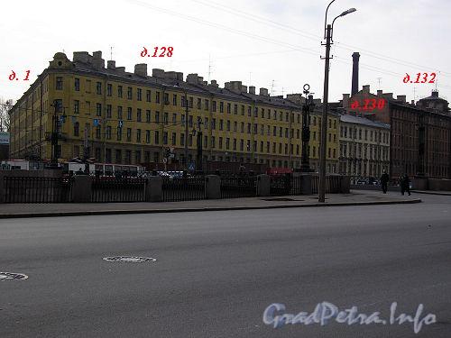 Дома 128/1, 130 и 132 по набережной Обводного канала. Фото апрель 2005 г.