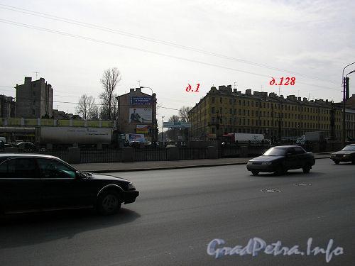 Вид на улицу Розенштейна от Обводного канала. Фото апрель 2005 г.