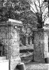 Свердловская наб., д. 40, лит. А. Ворота. Фото 1950-х гг. (из архива ЦГАКФФД СПб)