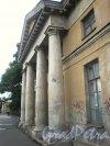 Свердловская наб., д. 40, лит. А. Правый (южный) флигель, фланкирующий основное здание. Фасад флигеля. Фото июнь 2009 г.