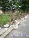 Свердловская наб., д. 40, лит. А. Уникальная ограда из 29-ти львов перед главным фасадом здания. Фото июнь 2009 г.