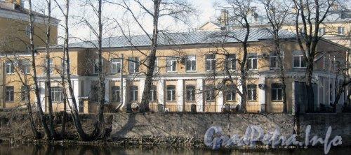 Наб. р. Фонтанки, дом 203, литера АР. Правая часть здания. Вид с противоположной стороны набережной. Фото апрель 2012г.